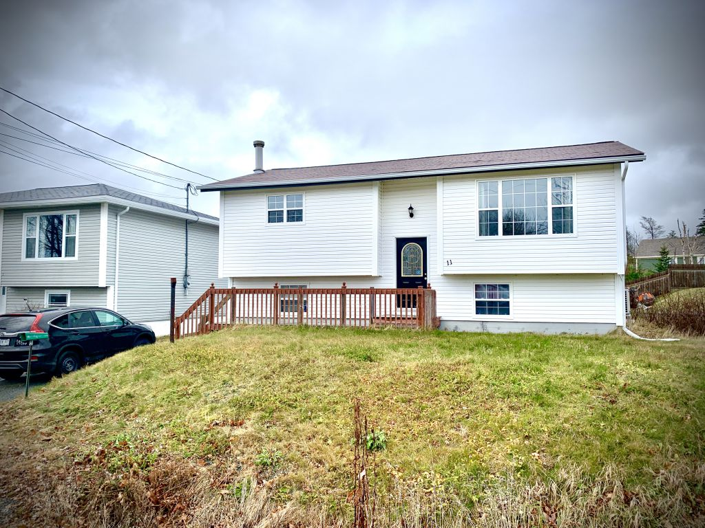 11 Middle Ridge Road, Conception Bay South